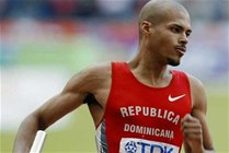 Félix Sánchez gana en los 400 metros con vallas y va en busca de oro el próximo lunes