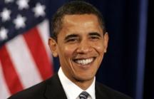 Obama aventaja ligeramente a Romney impulsado por Sandy