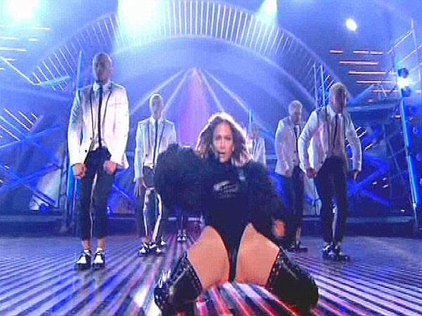 """Criticaron a Jennifer Lopez por hacer un show """"muy hot"""""""