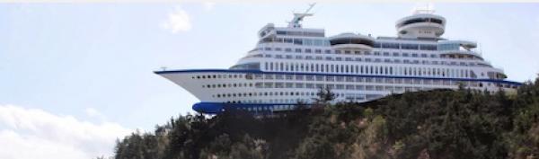 ¿Cómo ha llegado este transatlántico a lo alto de un acantilado? (Fotos)
