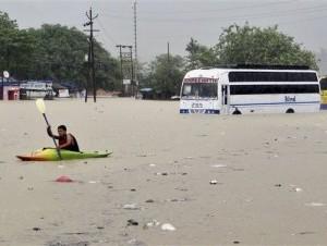 Inundaciones en la India dejan 1.000 muertos