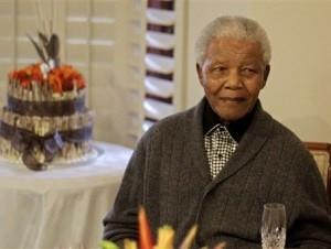Salud de Mandela mejora notablemente