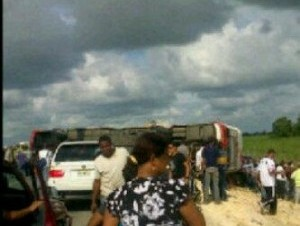 Choque entre autobús y camión en Autovía del Coral deja varios muertos y heridos