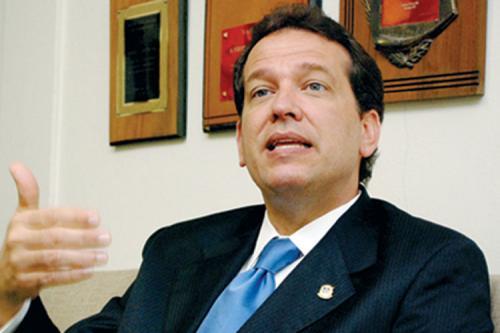 Ito Bisonó dice Leonel Fernández es un encantador de sirena