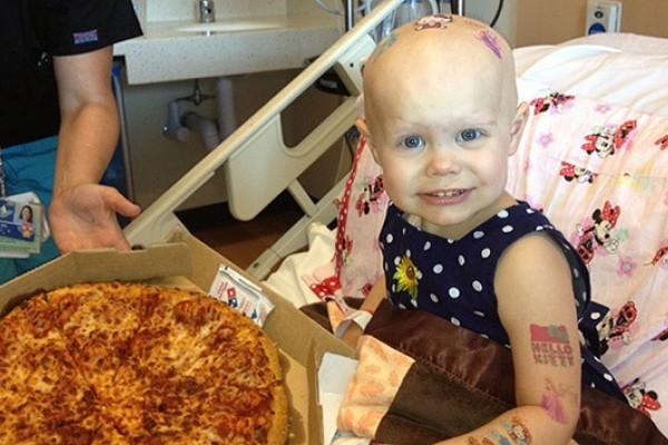 Niña con cáncer pide Pizza y llenan el hospital…
