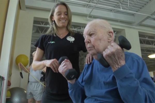 Con 103 años demuestra que nunca es tarde para hacer ejercicio