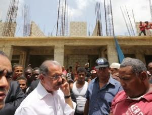Presidente Medina amenaza con quitarle obra a ingeniero