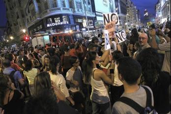 Manifestantes en Madrid exigen renuncia de Rajoy