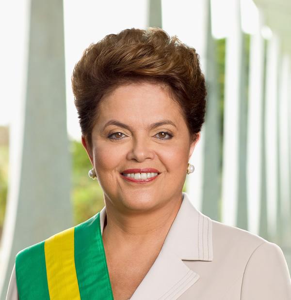 """Brasil: Dilma se """"escapa"""" en moto del Planalto y sale a recorrer Brasilia de noche"""