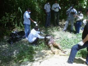 Muere mujer de 65 años al caer de una camioneta