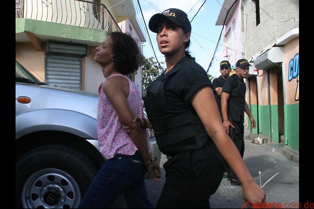 """""""Mujer del año"""" presa por drogas, denunciada por Toño Leña en PR"""