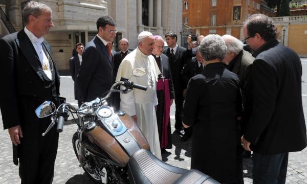 La Harley Davidson del Papa Francisco vendida por 210 mil euros