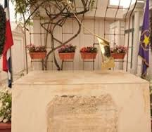 "Roban ""Gaviota"" de bronce de la tumba del profesor Bosch. VÍDEO…"