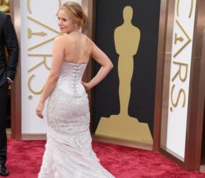 """Actriz """"se mió"""" en un frasco debido al vestido apretado que usó en los Oscar"""