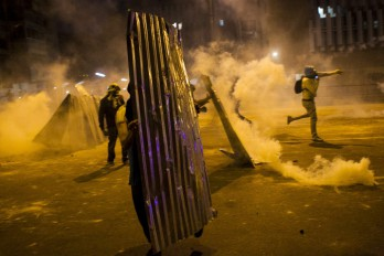 Violentos incidentes al anochecer en Caracas deja un militar muerto