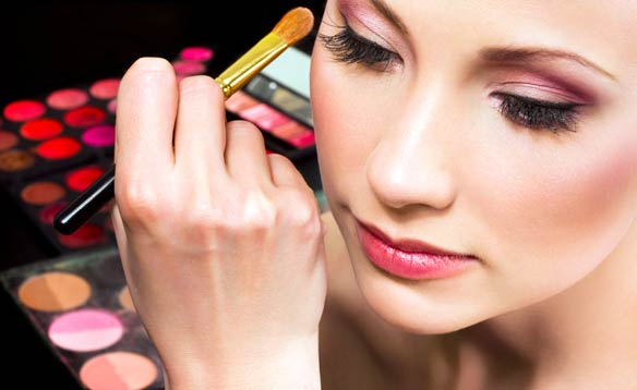 Maquíllate en un par de minutos con sencillez y elegancia. VIDEO…