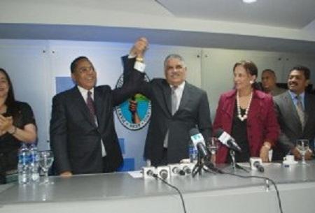 ACTO: Miguel Vargas juramenta en el PRD a Ismael Reyes y 15 dirigentes del PDI