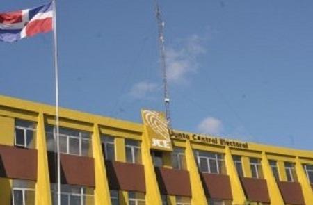 JCE, camino a organizar elecciones y cuestionada por partidos de oposición