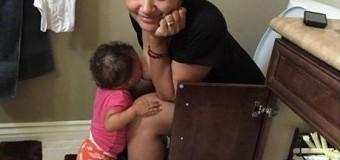 Viral en las Redes Sociales: Joven madre causa indignación por amantar a su bebe ¡De que forma!