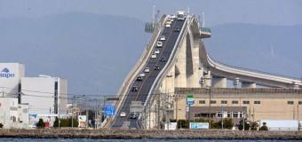Conoce el puente que parece una montaña rusa en Japón (VIDEO)