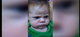 """El bebé más """"caradura"""" y malhumorado. Increíble. VIDEO…"""