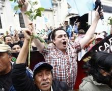 Presidente de Guatemala, luego de la orden de arraigo, pal´ bote por corrupto…
