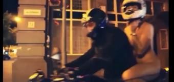 Mujer recorre las calles desnuda en moto. Solo hilo dental cubre. VIDEO…