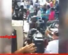 """PN  da """"palos, pescozones y empujones a profesores de la UASD frente a Palacio Nacional VIDEO…"""