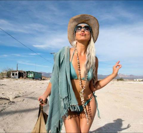yasmina-rossi-modelo-de-59-anos-en-bikini