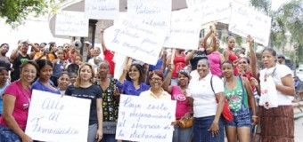 Mujeres realizan cacerolazo en Los Alcarrizos en conmemoración día de la Mujer