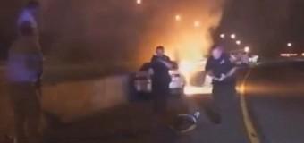 VIDEO: POLICÍAS HEROES rescatan hombre de auto en llamas…