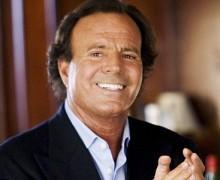 Julio Iglesias es el padre de Javier Sánchez Santos, según el juez