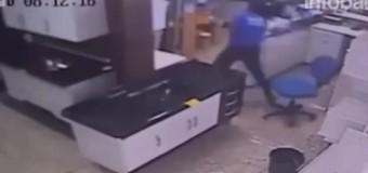VIDEO: Entró al trabajo de su ex novia y la mató a tiros…