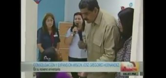Mujer  desnuda miseria venezolana frente al presidente Maduro en plena TV…