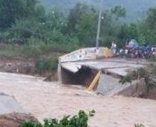 Cae puente que comunica a SC con Villa Altagracia por lluvias
