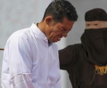 EN INDONESIA, cristiano recibe 36 bastonazos en público por vender alcohol