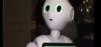 Ella es Pepper, un robot que puede interpretar expresiones humanas ». VIDEO