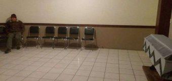 Foto de anciano que velaba solo a su esposa en Saltillo, se hizo viral en Facebook