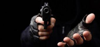 Hombres armados atracan en microbús de transporte público a periodista de CDN