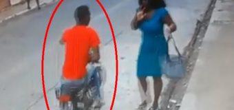 VIDEO: Hombre asalta a dos mujeres con arma de fuego que alquiló en 2 mil pesos