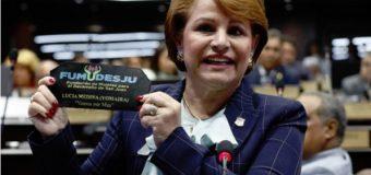 """91% dice hermana de Danilo debe renunciar por """"escándalo mochila"""", en sondeo en YOUTUBE…"""