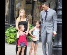 Madre de las hijas de A-Rod culpa a JLo por la reducción de la pensión