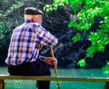 Anciano millonario busca joven mujer para darle su jugosa herencia