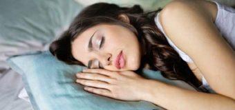 6 Razones por las que debes de dormir sobre tu lado izquierdo