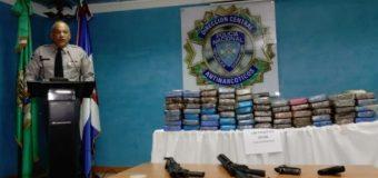 Apresan tres hombres al encontrarle 198 paquetes de cocaína y varias armas de fuego y equipos de buceo