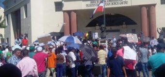 Familia Rosario reclama patrimonio frente al Palacio Nacional