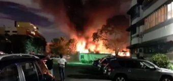 Incendio afecta instalaciones del hotel Embajador
