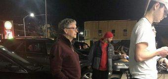 Imagen de Bill Gates haciendo fila para comprar hamburguesa se hace viral en redes sociales