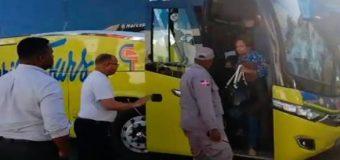 Chofer de Caribe Tours mata a motorista de un tiro; trasladan guagua con todo y pasajeros al Palacio de la PN