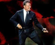 """Luis Miguel """"tiró microfonazo""""  a sonidista en concierto en Panamá, según medios"""
